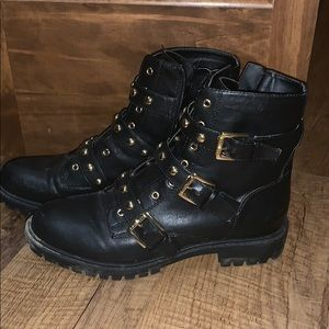 🌚G by Guess combat boots🌼